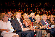 23- 9 2015 AMSTERDAM - Princess Beatrix Queen Maxima and King Willem alexander arrive at Carre for the celebration for 200 years kingdom in the netherlands AMSTERDAM - Koning Willem Alexander en koningin Maxima zijn aanwezig bij de slotviering van 200 jaar Koninkrijk der Nederlanden in theater Carre. De twee jaar durende viering wordt afgesloten met een avond vol optredens met prinses  beatrix .  COPYRIGHT ROBIN UTRECHT