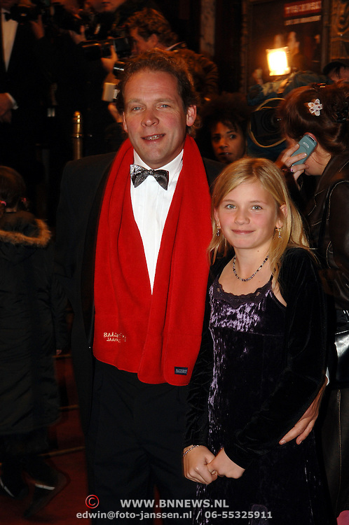 NLD/Amsterdam/20051121 - Premiere Harry Potter en de Vuurketel, Erik van Muiswinkel en dochter