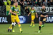 DEN HAAG - ADO Den Haag - Vitesse , Voetbal , Eredivisie , Seizoen 2016/2017 , Kyocera Stadion , 03-02-2017 , Vitesse speler Adnane Tighadouini (r) scoort de 1-0 door de bal langs ADO Den Haag speler Thomas Meissner (l) te schieten.