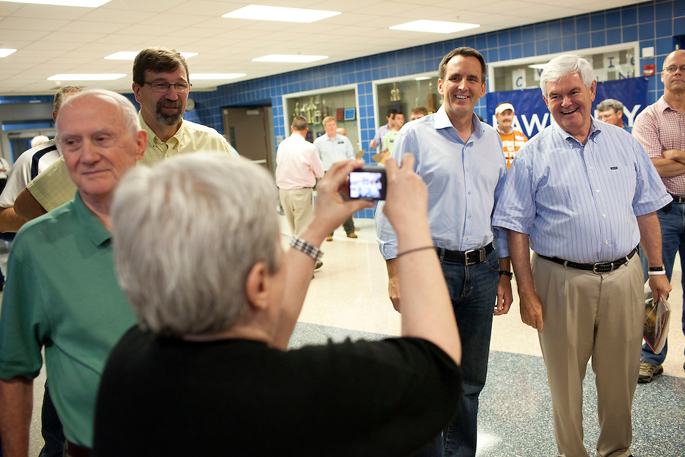 Republican presidential hopefuls Tim Pawlenty, second from right, and Newt Gingrich, right, pose for a picture at a fundraiser for the Linn County Republican Party on Friday, August 5, 2011 in Tiffen, IA.