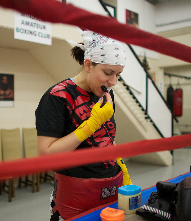 Windsor, Ontario ---10-05-06--- World Welterweight Champion, Mary Spencer prepares for a training session at the Windsor Amateur Boxing Club in Windsor, Ontario, May 6, 2010.<br /> GEOFF ROBINS The Globe and Mail