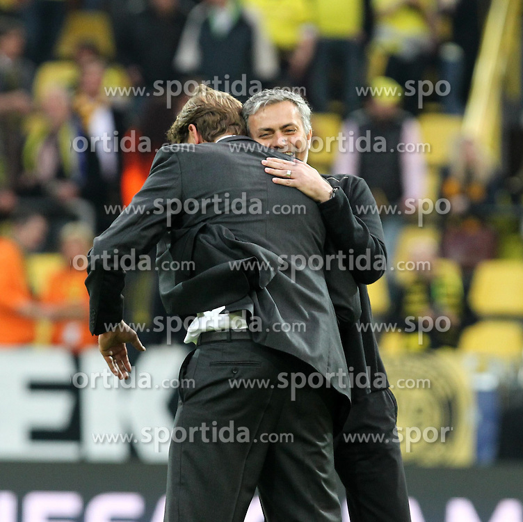 24.04.2013, Signal Iduna Park, Dortmund, GER, UEFA CL, Borussia Dortmund vs Real Madrid, Halbfinale, Hinspiel, im Bild Juergen Klopp (Borussia Dortmund) und Jose MOURINHO (Real Madrid) umarmen sich, Emotionen, Freisteller // during UEFA Champions League 1st Leg Semifinal Match between Borussia Dortmund and Real Madrid at the Signal Iduna Park, Dortmund, Germany on 2013/04/24. EXPA Pictures © 2013, PhotoCredit: EXPA/ Eibner/ Alexander Neis..***** ATTENTION - OUT OF GER *****