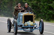04/06/05 - CIRCUIT HISTORIQUE - PUY DE DOME - FRANCE - Commemoration officielle du Centenaire de la Course GORDON BENNETT. Edouard et Francois MICHELIN au volant de la Richard BRASIER type course de 1907 - Photo Jerome CHABANNE