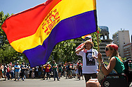 The marchers held a rally from the Plaza de Colon to the industry ministry. Was scheduled to be held in a peaceful part of the organization. But acts of &quot;black march&quot; ended violently. A group of demonstrators confronted the police.The flag is the Republican who represents much of the country's working class.<br /> The skirmishes lasted for 2 hours.The results were 76 wounded and 8 arrested.
