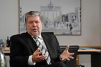 08 JAN 2007, BERLIN/GERMANY:<br /> Kurt Beck, SPD Parteivorsitzender und Ministerpraesident Rheinland-Pfalz, waehrend einem Interview, in seinem Buero, Willy-Brandt-Haus<br /> Kurt Beck, Party Leader of the Social Democratic Party, during an interview, in his office, Willy-Brandt-Haus<br /> IMAGE: 20070108-01-044<br /> KEYWORDS: Ministerpr&auml;sident