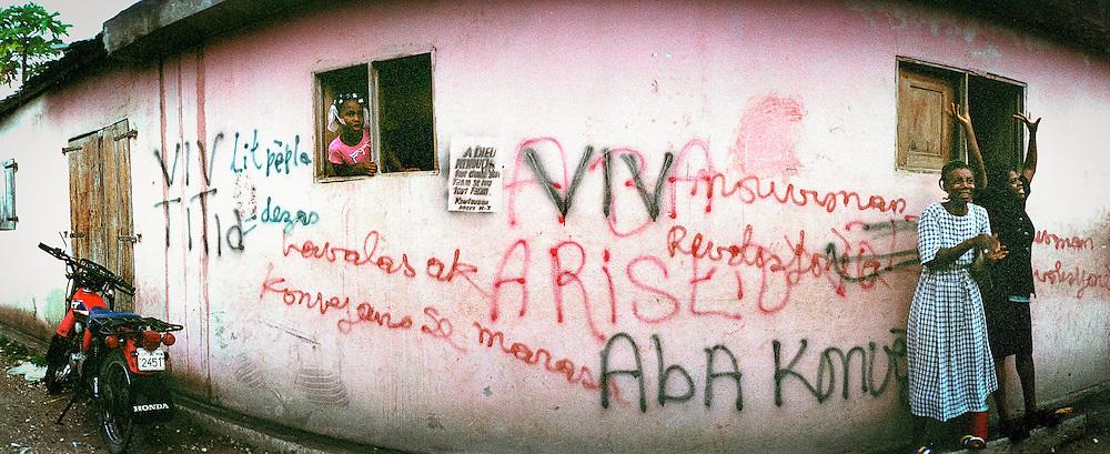 Jacmel, dimanche après la messe 2000