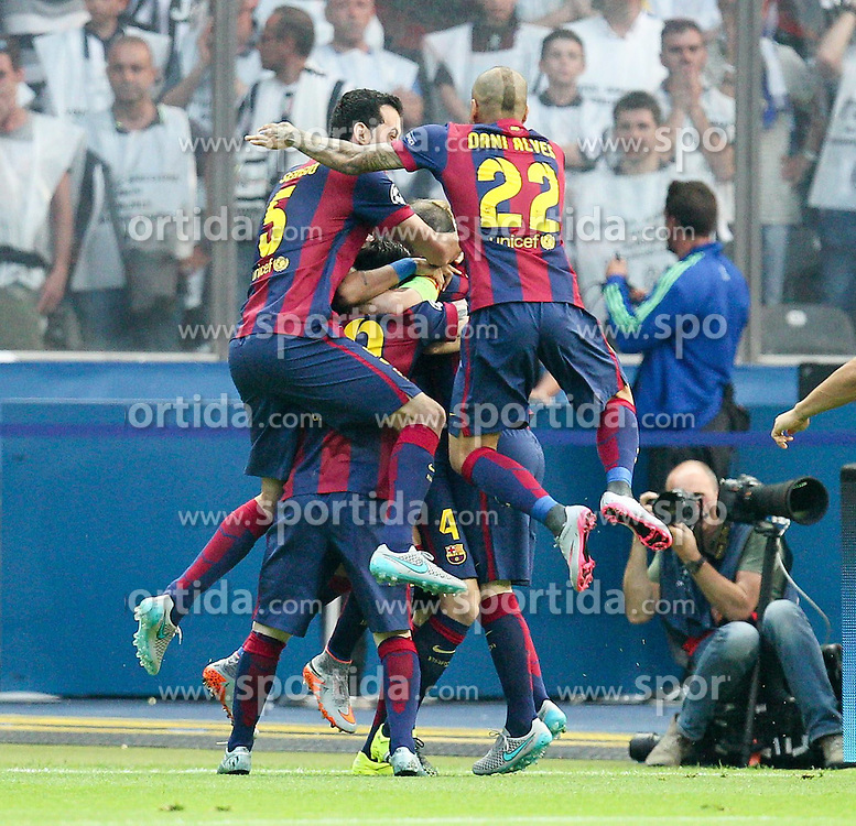 06.06.2015, Olympia Stadion, Berlin, GER, UEFA CL, Juventus Turin vs FC Barcelona, Finale, im Bild die Mannschaft freut sich ueber das Tor von Ivan Rakitic #4 (FC Barcelona) // during the UEFA Champions League final match between Juventus FC and Barcelona FC at the Olympia Stadion in Berlin, Germany on 2015/06/06. EXPA Pictures &copy; 2015, PhotoCredit: EXPA/ Eibner-Pressefoto/ Kolbert<br /> <br /> *****ATTENTION - OUT of GER*****