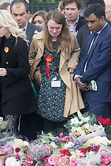 2016-06-17 Mourners lay flowers for Jo Cox in Parliament Square.
