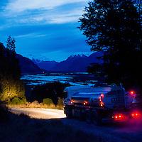 Camion Estanque en la Carretera Austral, ruta entre Coyhaique y Puerto Tranquilo. Copec, 80 años. Santiago de Chile. 18-06-15, 18:42:41 (©Alvaro de la Fuente/Triple.cl)
