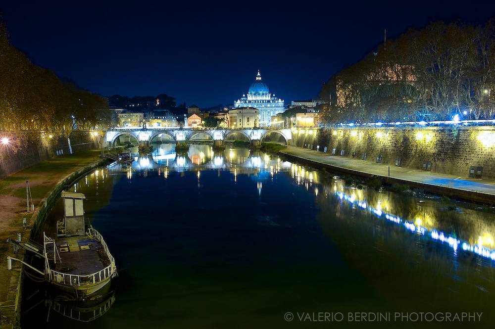 Night view of St Peter and the river Tevere in Rome, Italy
