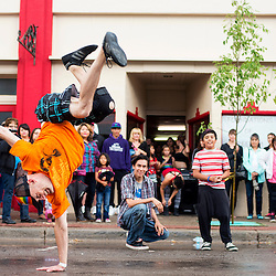 081013       Brian Leddy<br /> Brian Weeks break dances for a crowd in front of Foundations of Freedom Saturday during ArtsCrawl. Weeks was one of several performers for the monthly event.