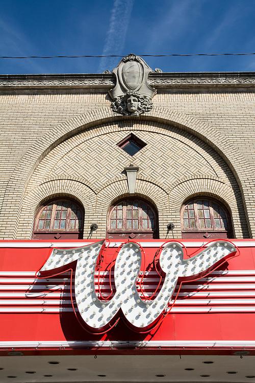 """W"" in neon sign on Whiteside Theater in downltown Corvallis, Oregon."