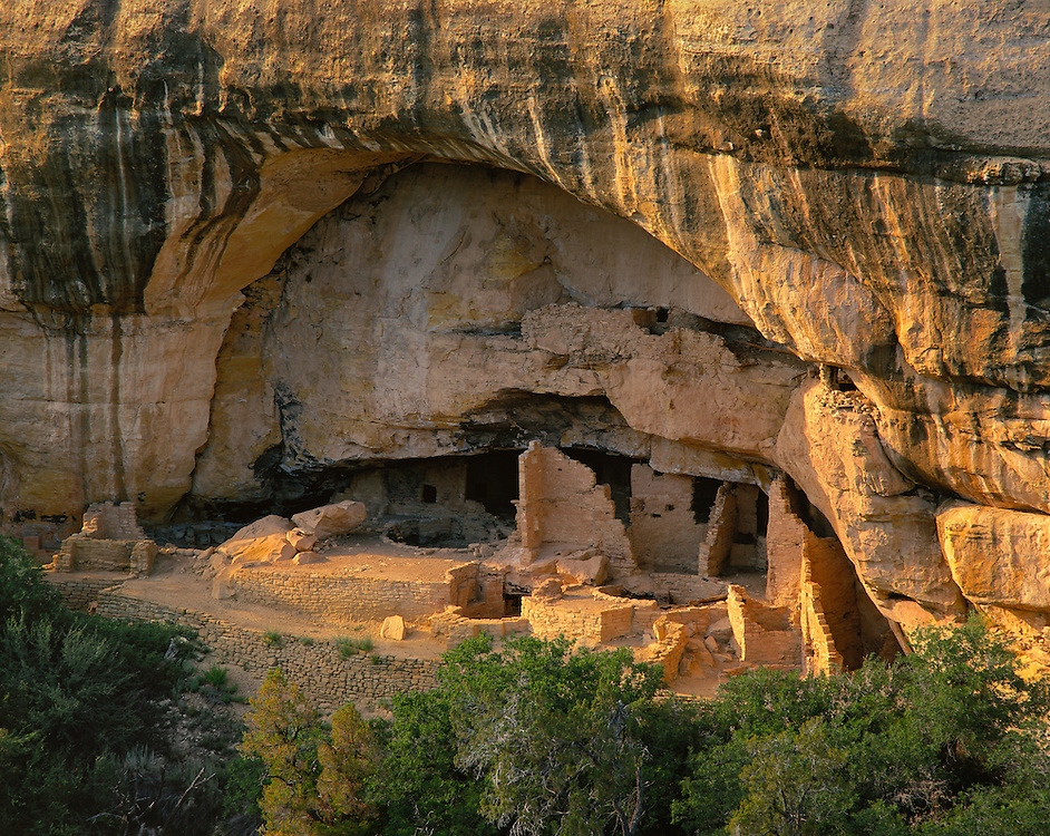 0405-1056 ~ Copyright:  George H. H. Huey ~ Oak Tree House.  Anasazi culture.  Occupied 12th/13th century.  Mesa Verde National Park, Colorado.
