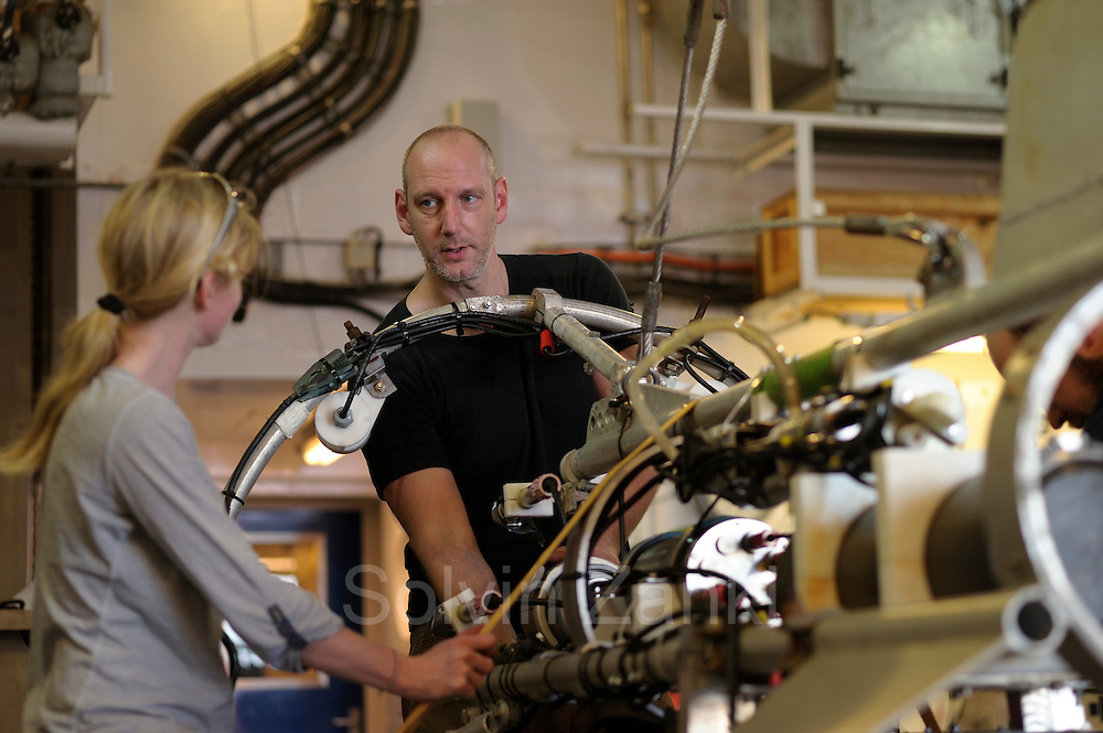Henk-Jan Hoving and Svenja Christiansen are preparing the videosystem PELAGIOS. The PELAGIOS is a towed ocean observation instrument that consists of an aluminium frame with a forward looking HD video camera and LED lights. Underwater surveys with optical techniques like PELAGIOS, ROVs and plankton recorders have revealed fauna that are not sampled by nets, and show a diverse fauna of gelatinous organisms in the mesoand bathypelagic zones. During MSM49 PELAGIOS was used to investigate the impact of different oceanographic features on the vertical distribution, abundance and diversity of macrozooplankton and (micro)nekton. Atlantic Ocean, close to Cape Verde   Atlantischer Ozean, nahe Kap Verde