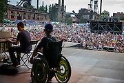 """""""The Tap Tap"""" während dem Auftritt beim Festival """"Colors of Ostrava 2013"""". """"The Tap Tap"""" ist eine bekannte und sehr erfolgreiche tschechische Formation mit überwiegend behinderten und auch nicht behinderten Musikern, gegründet 1998 von dem Sozialpädagogen Simon Ornest."""