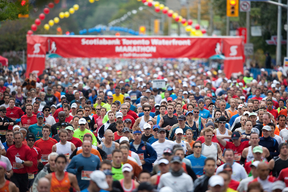 Toronto, Ontario ---11-10-16--- The start of the Scotiabank Toronto Waterfront Marathon, October 16, 2011.<br /> GEOFF ROBINS Mundo Sport Images