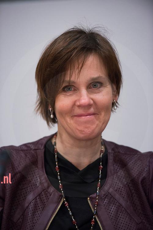 17december2013 Nederland, vriezenveen Carla Hilberink FunctieRaadslid Christen Unie<br /> AdresJohannes Kamphuisstraat 43<br /> 7672 AJ   Vriezenveen<br /> Telefoonnummer(0546) 562 059<br /> E-mail adresg.hilberink@twenterand.nl<br /> Hoofd- en nevenfunctie(s)<br /> <br /> Hoofdfunctie: Consulente MEE Twente, 24 uur per week, bezoldigd<br /> Nevenfuncties:<br /> <br />     Lid van LAR commisie, onbezoldigd<br />     Lid MR Shalomschool, onbezoldigd1
