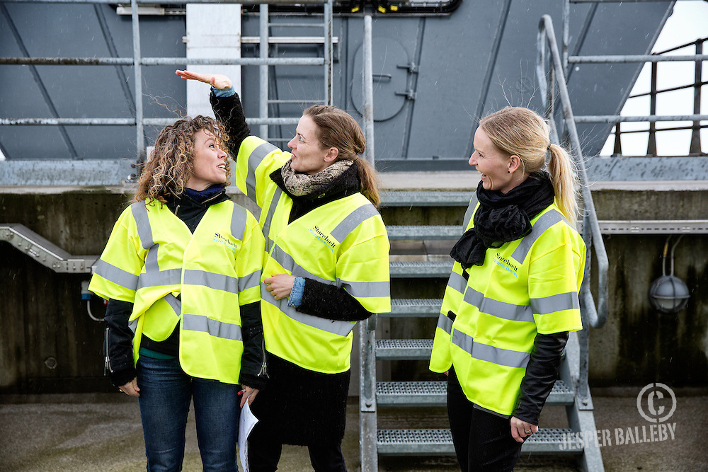 Presseevent i toppen af Storeb&aelig;ltsbroen I forbindelse med lanceringen af minirapporten &lsquo;Skole-virksomhedssamarbejde <br /> &ndash; en del af l&oslash;sningen&rsquo;, der udgives af Danmarks teknologiske alliance <br /> Engineer the future i samarbejde med Deloitte.<br /> Med til eventen er Ellen Trane N&oslash;rby, minister for b&oslash;rn, undervisning og ligestilling og elever fra Broskolen i Kors&oslash;r. Gennem et nystartet skole-virksomheds-samarbejde med Sund og B&aelig;lt m&oslash;der de nogle af broens ingeni&oslash;rer.