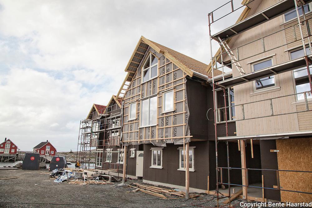 Nesten alle bygningen på Småværet gikk tapt under katastrofebrannen i Flatanger i januar 2014. Nå bygges det opp igjen.