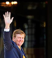 DEN HAAG - Koningin Máxima reikt donderdagochtend 22 mei de Appeltjes van Oranje 2014 uit op Paleis Noordeinde in Den Haag. Zijne Majesteit Koning Willem-Alexander is bij de uitreiking aanwezig COPYRIGHT ROBIN UTRECHT