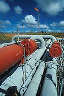 Planta procesadora de gas. Maturín,  1999 (Ramón Lepage /Orinoquiaphoto)  Gas plant near Maturin 1999. (Ramón Lepage / Orinoquiaphoto) / Istmophoto