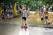 Een man op een speciale water jetpack met een fiets vertoont zijn kunsten. In Utrecht vindt met de presentatie van de renners het eerste offici&euml;le deel plaats van de Grand Depart. Op 4 juli start de Tour de France in Utrecht met een tijdrit. De dag daarna vertrekken de wielrenners vanuit de Domstad richting Zeeland. Het is voor het eerst dat de Tour in Utrecht start.<br /> <br /> In Utrecht the riders present themselves as the first official moment of the Grand Depart . On July 4 the Tour de France starts in Utrecht with a time trial. The next day the riders depart from the cathedral city direction Zealand. It is the first time that the Tour starts in Utrecht.