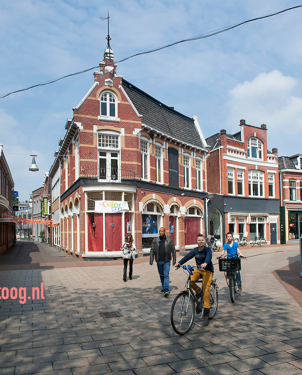 nederland, enschede, 30april2014 het pand van voormalig schoenverkoper Heijne aan de haverstraatpassage in enschede waar binnenkort het initatief colorpop de deuren zal openen.