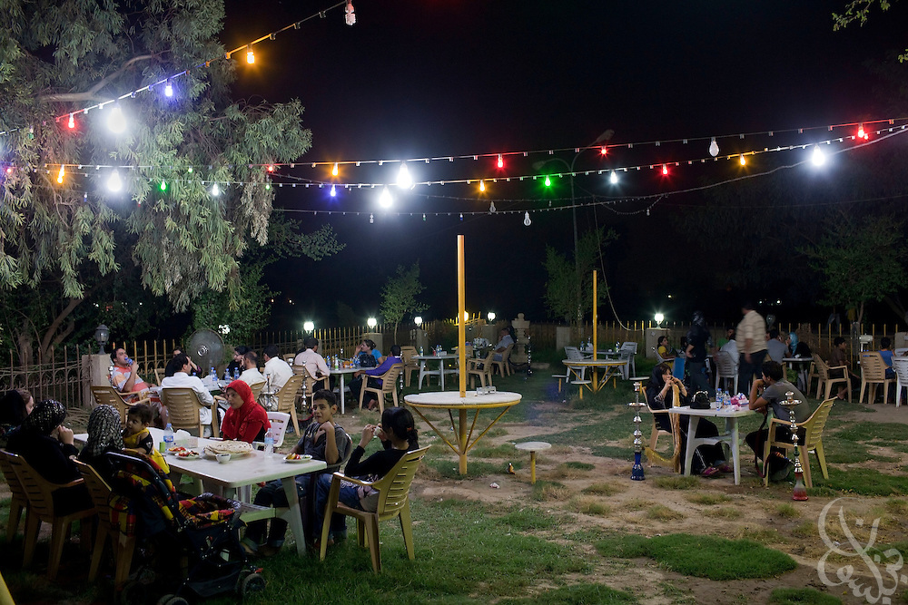 Iraqi families enjoy an evening out in a restuarant hookah bar on the riverfront Abu Nuwass street of Baghdad, Iraq August 25, 2010. As security has improved and Iraqis begin to feel more comfortable venturing out again, scores of newly opened restaurants and cafes vie have sprouted up across the city.  .