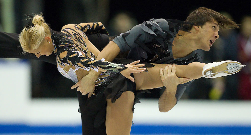 GJR398 -20111029- Mississauga, Ontario,Canada-  Tatiana Volosozhar of Russia and her partner Maxim Trankov  skate to victory in the pairs competition at Skate Canada International, in Mississauga, Ontario, October 29, 2011.<br /> AFP PHOTO/Geoff Robins