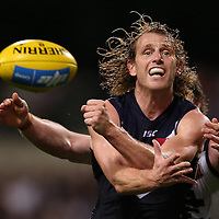 PERTH, AUSTRALIA - JULY 18: David Mundy of the Dockers handballs during the round 16 AFL match between the Fremantle Dockers and the Carlton Blues at Domain Stadium on July 18, 2015 in Perth, Australia.  (Photo by Paul Kane/Getty Images)