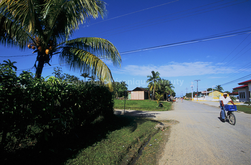 Bocas del Toro est le nom du village principal de l ile Colon, la plus grande ile de l'archipel de Bocas del Toro, situe dan sla province de meme nom. Bocas del Toro is the name of the main village of Colon island, the main island of the archipelago, in Bocas del Toro Province.