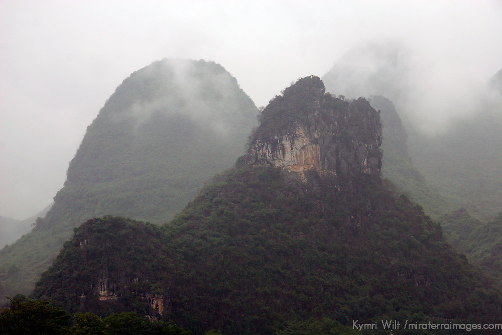 Asia, China, Guangxi, Guilin, Li River. Misty scenery of the Li JIang river cruise.