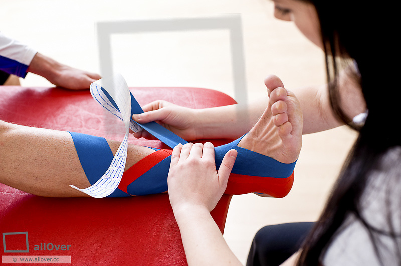 Kinesiotape, stabilisation ankle, supination trauma (model-released)