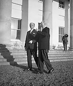 1972 -  Eamon DeValera meets Jack Lynch at Aras.(E16).