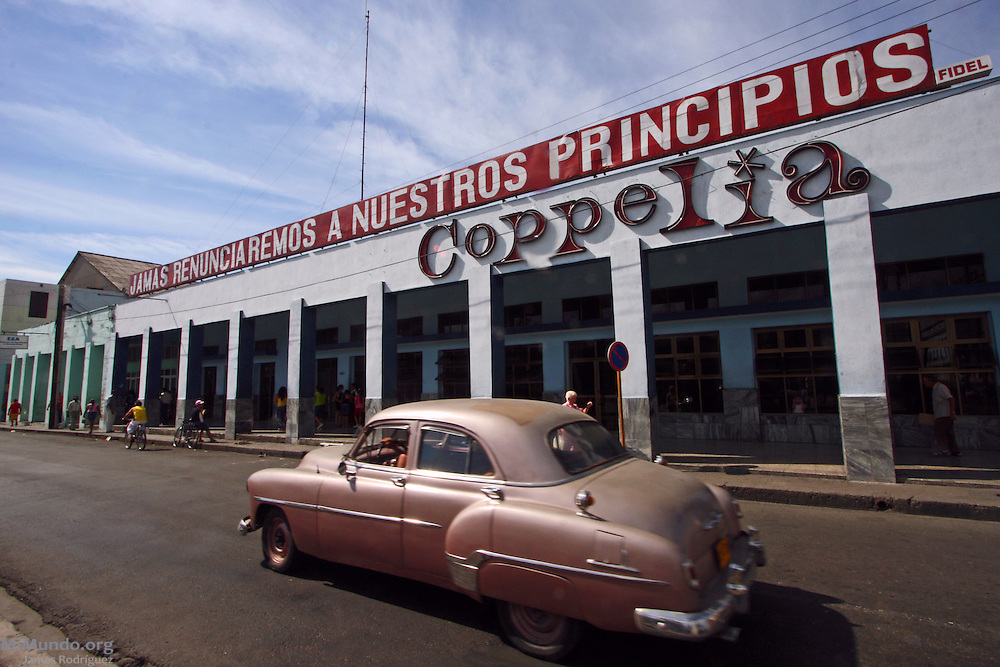 """The Coppelia ice cream parlor in Cienfuegos displays a large sign above that reads: """"We will never renounce our principles"""". The Coppelia ice cream chain is a well known Cuban institution. Cienfuegos, Cuba. January 2009."""