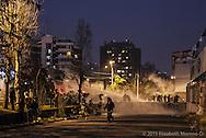 Guanacos (carros antimotines) disparan agua contra los últimos estudiantes en el parque Bustamante al final de una manifestación. Santiago de Chile, Octubre 2012.