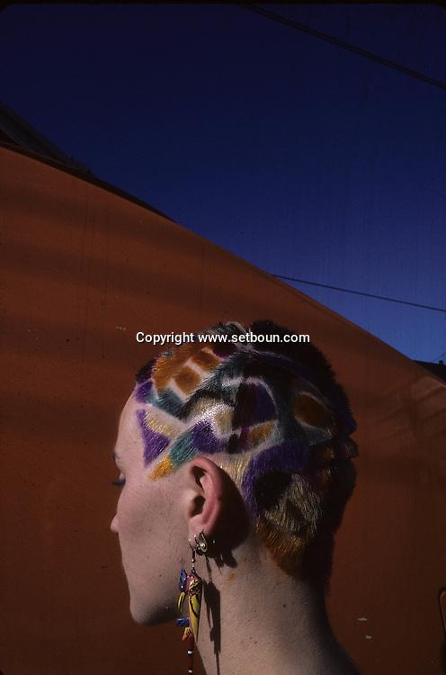 haircut and sculpture by Jean phillipe Pages<br /> In front a TGV  Paris  France    <br /> coiffure sculpture du coiffeur plasticien Jean Philippe Pages . une locomotive du TGV  Paris  France  <br /> R00008/    L0006362  /  P101642