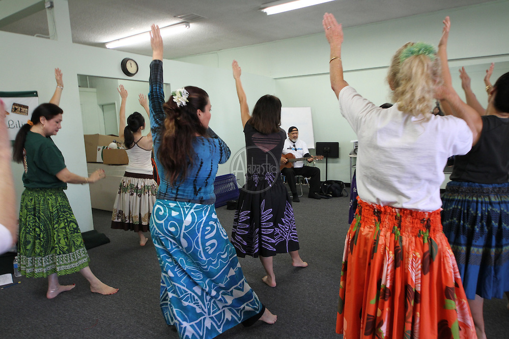 Cyril Pahinui rehearses with Hula Halau 'O Lilinoe workshop students during the SoCal Slack Key Festival weekend.