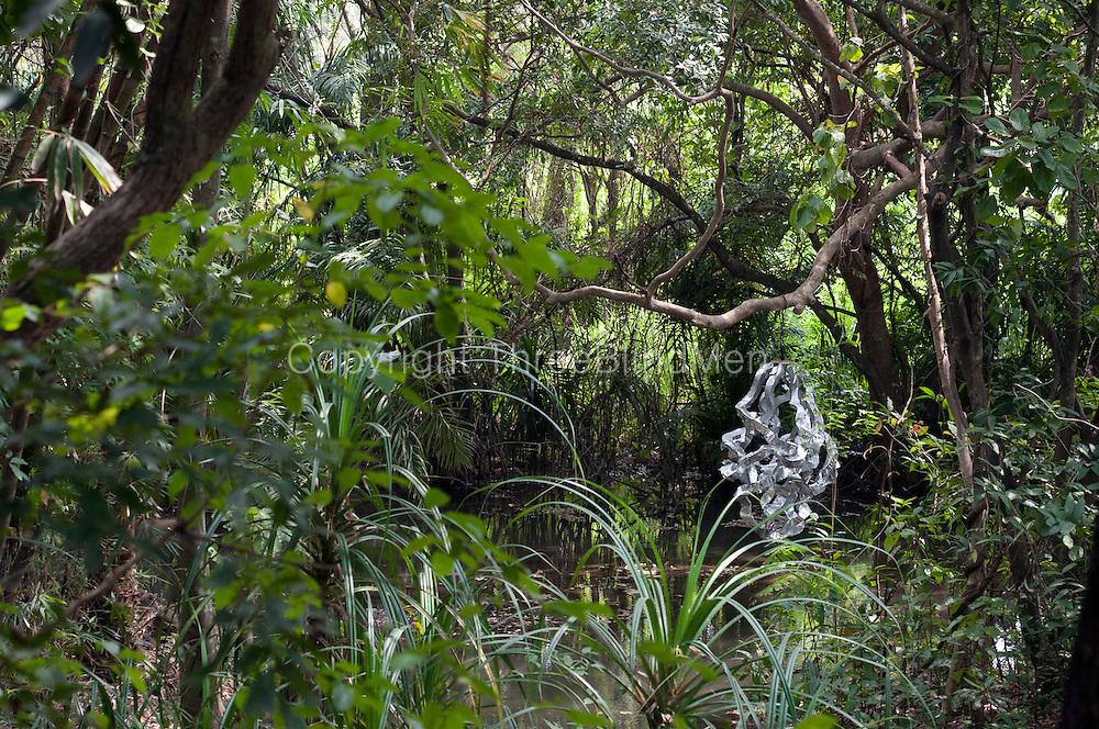 Sri lanka diyabubula the garden and home of artist laki for Garden designs in sri lanka