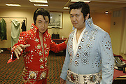 USA Nordamerika Memphis Tennessee Images of the King Contest ..About 70 international Elvis inpersonators perform 5 nights at the annual Images of the King Contest in Memphis Tennessee the audience is mostly female contestant Toki Toyokazu (right) from Japan and friend..Elvis Wettbewerb 2006 jedes Jahr im August singen ca  70 internationale Elvis Interpreten 5 Tage lang in Memphis um die Wette Das Publikum besteht vorwiegend aus Frauen Teilnehmer Toki Toyokazu (rechts) aus Japan und Freund.