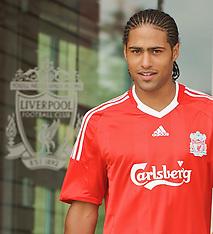 090709 Liverpool sign Glen Johnson
