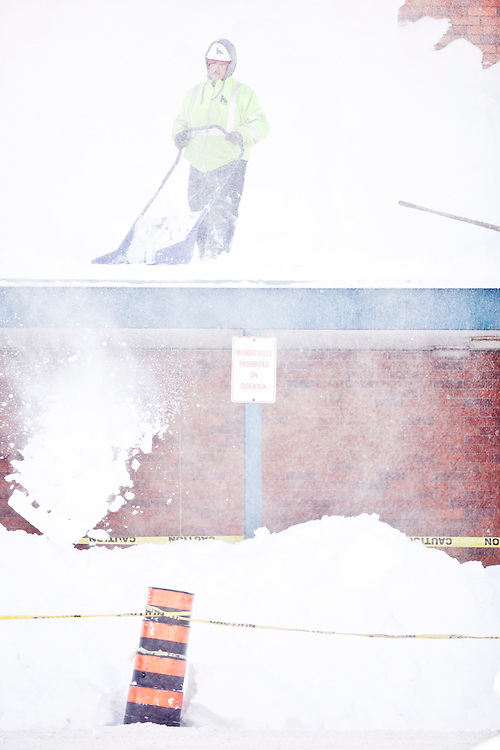 A Worker clears snow from the roof at Northland Plaza in London, Ontario December 8, 2010. The region has been pummelled by snow squalls for 3 days with some areas receiving over 1.5 metres of snow.<br /> The Canadian Press/GEOFF ROBINS