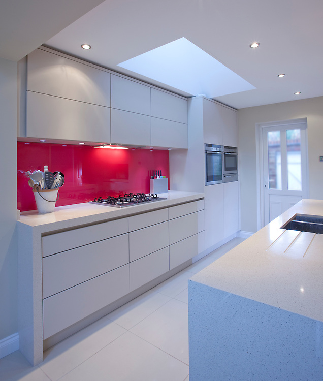 Kitchen white units red splashback kitchen interiors for Kitchen units spain