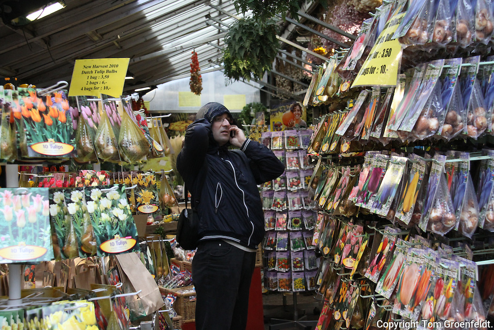 flower bulb buyer in flower market