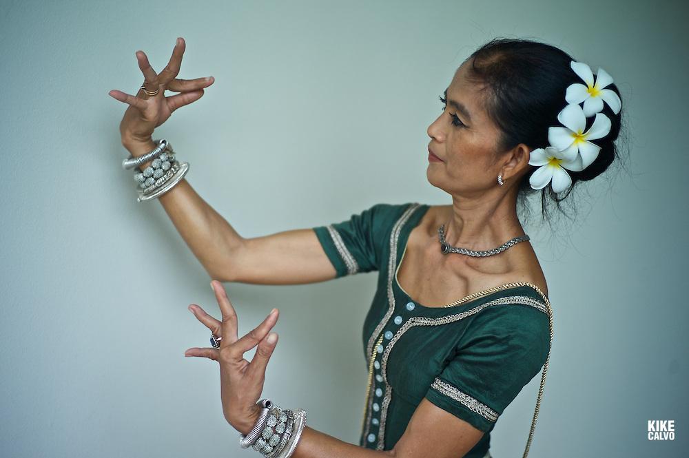 Apsara Dancer, performing a traditional Khmer dance.  Amansara Luxury Hotel. Cambodia.