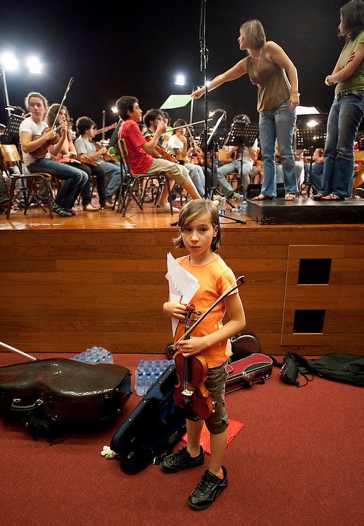Summer workshop for young musitians, held by the Lisbon Metropolitan orchestra. Workshop de verão da OML para jovens músicos. Montalegre, 2009