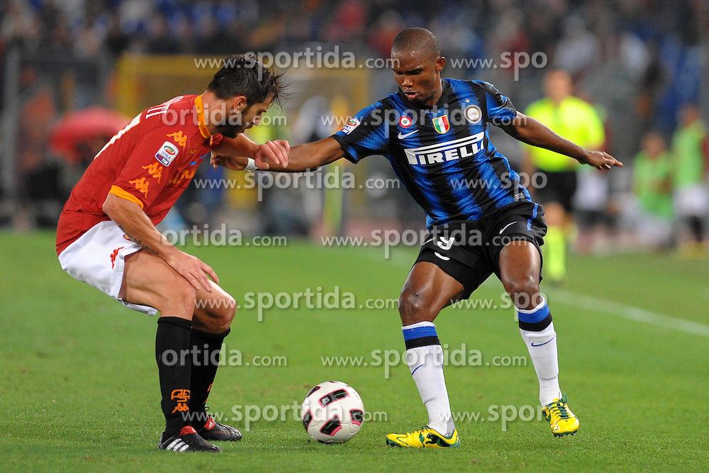 25.09.2010, Stadio Olim, Roma, ITA, Serie A, AS Rom vs Inter Mailand, im Bild samuel eto'o (inter) e marco cassetti (roma).EXPA Pictures © 2010, PhotoCredit: EXPA/ InsideFoto/ Massimo Oliva +++++ ATTENTION - FOR AUSTRIA AND SLOVENIA CLIENT ONLY +++++.. / SPORTIDA PHOTO AGENCY