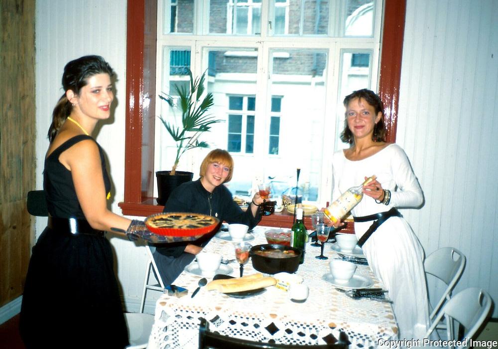 Hege Julie Skarland t.v., Marta og Merete Lien, Vilh. Stormsgt...dias