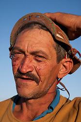 Vaqueiro, marcado no rosto pelos espinhos da caatinga na regiao do Agreste Pernambucano. Usando o gibao de couro ,vestimenta  tipica do vaqueiro nordestino utilizada para proteger-se quando encontra-se em corrida nas matas, caatinga,  tentando dominar um animal/Cowboy, marked on the face by the thorns of the caatinga in Pernambuco region in Northeast. The leather jerkin is typical of the northeastern cowboy clothing used to protect yourself when race is in the woods trying to dominate an animal.Foto Foto Adri Felden/Argosfoto