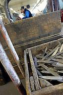 01/02/05 - THIERS - PUY DE DOME - FRANCE - Coutellerie THERIAS L ECONOME. Couteau LE THIERS - Photo Jerome CHABANNE